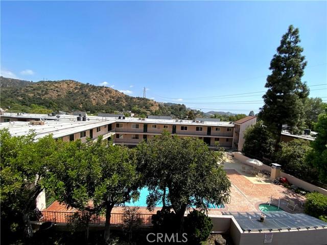 2940 N Verdugo Road, Glendale CA: http://media.crmls.org/medias/ef5cf67a-b846-4cc8-9d57-002fcb9364aa.jpg