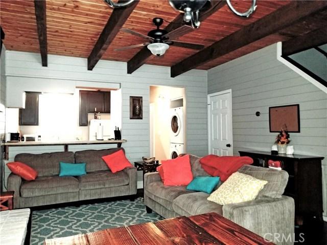 Casa Unifamiliar por un Venta en 2411 Sky Drive Arrowbear Lake, California 92382 Estados Unidos