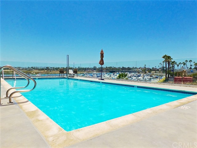 305 N Jade Cove, Long Beach CA: http://media.crmls.org/medias/ef678231-3fd1-4293-a5bd-2be5605a5c10.jpg