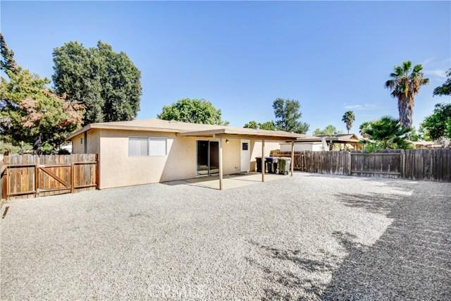 635 San Pasquell Street, Hemet CA: http://media.crmls.org/medias/ef75e704-76b5-4728-be58-bfcb6c2a0188.jpg