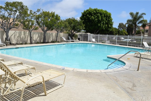 19152 Shoreline Lane Unit 8 Huntington Beach, CA 92648 - MLS #: OC18166532