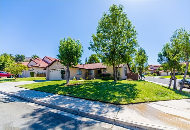 24725 Thornberry Circle, Moreno Valley CA: http://media.crmls.org/medias/ef91395a-9c13-4259-b22c-70d228b743e5.jpg