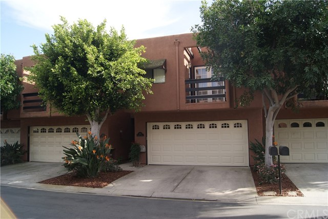 Townhouse for Sale at 624 Terrace Circle Huntington Beach, California 92648 United States