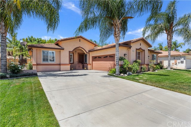Detail Gallery Image 1 of 48 For 1842 Morfontaine Way, Corona, CA 92883 - 4 Beds | 2/1 Baths