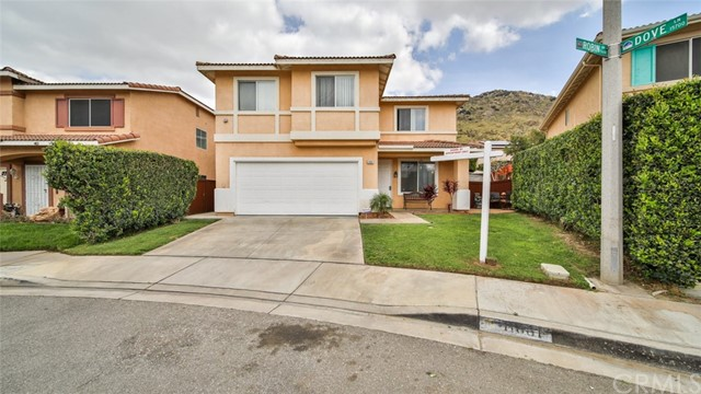 Detail Gallery Image 1 of 52 For 11661 Robin Dr, Fontana,  CA 92337 - 4 Beds | 2/1 Baths