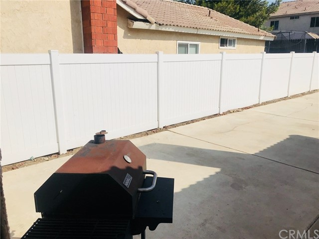 11995 Rancherias, Fontana CA: http://media.crmls.org/medias/eff732fc-6213-46a2-b6ca-bcbea831d1d6.jpg