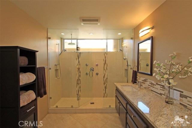 75 Augusta Drive, Rancho Mirage CA: http://media.crmls.org/medias/f00ed969-69d3-412f-809d-54a32fb2660d.jpg