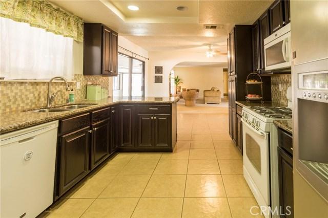 5535 N Riverside Avenue, Rialto CA: http://media.crmls.org/medias/f015518c-f0d2-4451-8a4b-0c931f6ff449.jpg