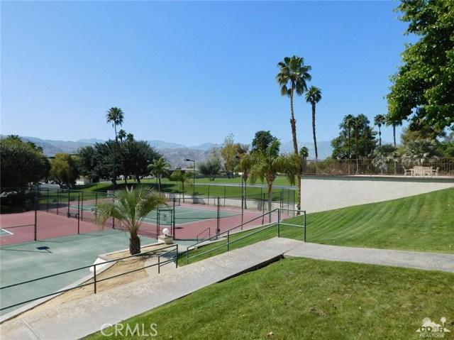 73450 Country Club Drive, Palm Desert CA: http://media.crmls.org/medias/f0179b55-988e-4391-b412-842ba7982f2c.jpg