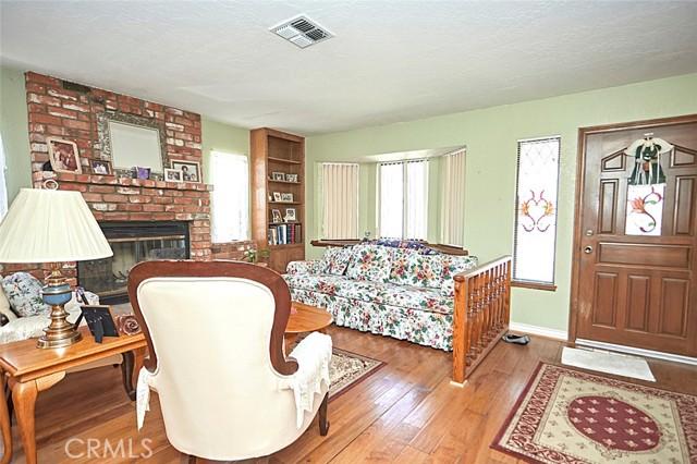 13330 Palos Grande Drive, Victorville CA: http://media.crmls.org/medias/f02a7401-b35d-4e37-acd5-03a21336683f.jpg