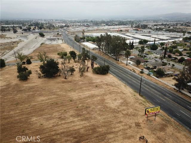 2226 Foothill Boulevard, San Bernardino CA: http://media.crmls.org/medias/f02b681b-6600-4ba9-921a-fbf84d2f3a4e.jpg