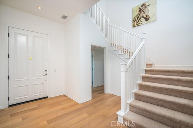 81 Gardenhouse Way, Irvine CA: http://media.crmls.org/medias/f03ac266-35d1-4870-8d97-277b860151fe.jpg