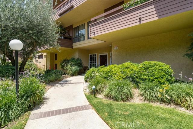 444 Piedmont Avenue, Glendale CA: http://media.crmls.org/medias/f0520e5d-d17b-42db-b08b-85711004b5d7.jpg