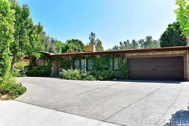 Single Family Home for Sale at 10648 Wheatland Avenue Shadow Hills, California 91040 United States