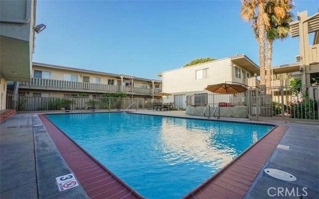 3365 Santa Fe Avenue, Long Beach CA: http://media.crmls.org/medias/f058e0f8-f000-452f-a7b2-05716ab02554.jpg