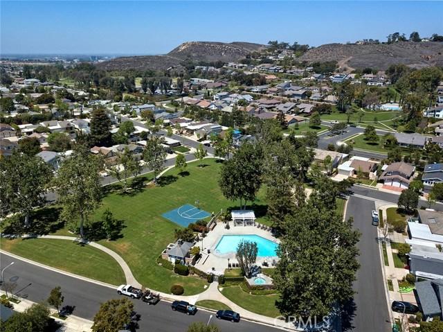 19142 Sierra Maria Road, Irvine CA: http://media.crmls.org/medias/f0689340-e8a5-4014-bb80-7618e7496977.jpg
