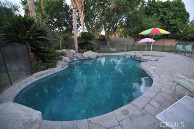 76820 Castle Court, Palm Desert CA: http://media.crmls.org/medias/f072afee-34a2-4104-b97c-e8a40138ec62.jpg