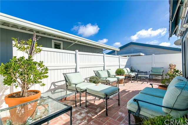 279 Cambridge Way, Newport Beach CA: http://media.crmls.org/medias/f07fda3f-1ff1-4e7c-9086-304e997c54de.jpg