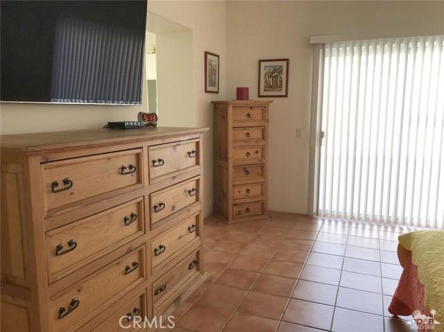 40620 Glenwood Lane, Palm Desert CA: http://media.crmls.org/medias/f08c039b-4bf2-42e5-b4c8-c9794737e217.jpg