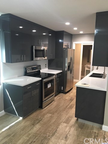 Townhouse for Sale at 121 Sinclair Avenue Glendale, California 91206 United States