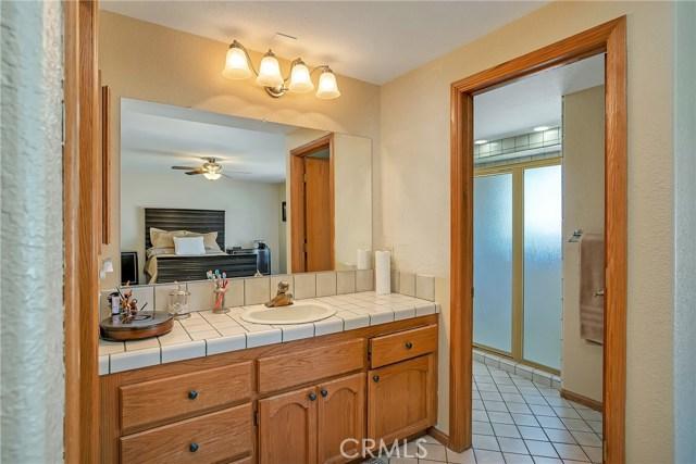 10832 Anaconda Avenue, Oak Hills CA: http://media.crmls.org/medias/f09b8909-1fee-42a7-a288-55d87fcd7253.jpg