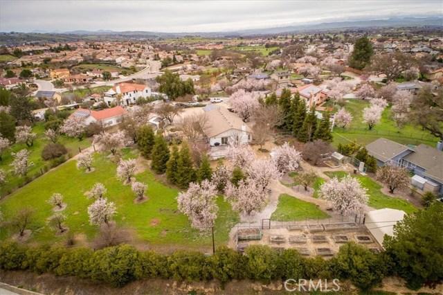 1555  Lyle Lane, Paso Robles, California
