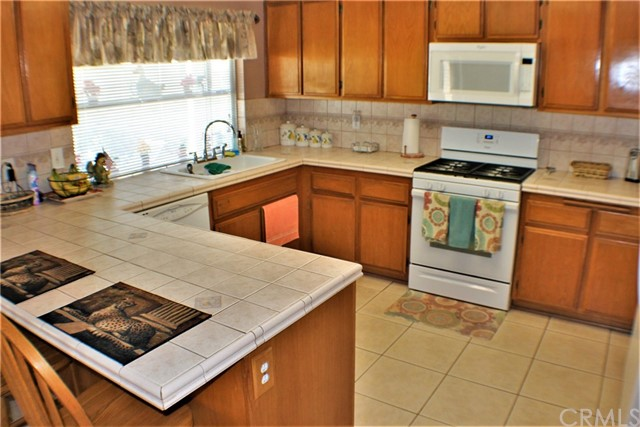 14398 Rio Bravo Road, Moreno Valley CA: http://media.crmls.org/medias/f0b8aee7-cf9b-458c-9d7d-dcbc971b9fc3.jpg