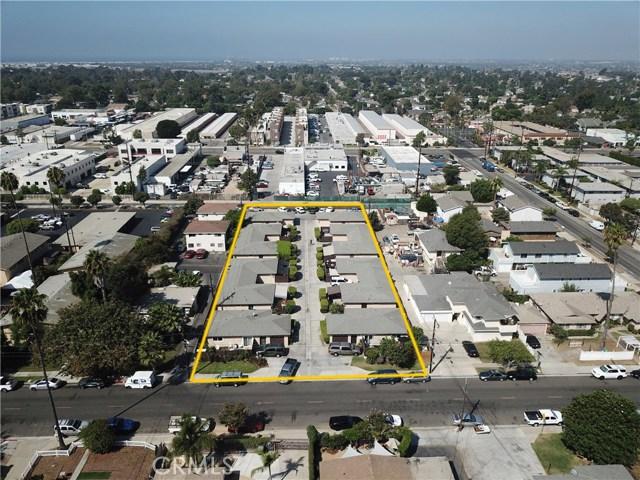 2077 Wallace Avenue, Costa Mesa CA: http://media.crmls.org/medias/f0c97716-c161-4fef-b02b-2189d00047bd.jpg