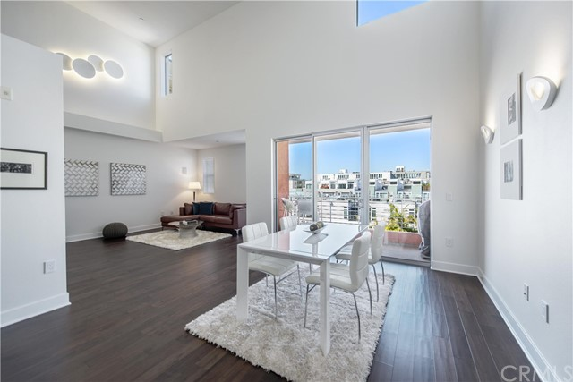 Condominium for Sale at 4211 Redwood Avenue Los Angeles, California 90066 United States