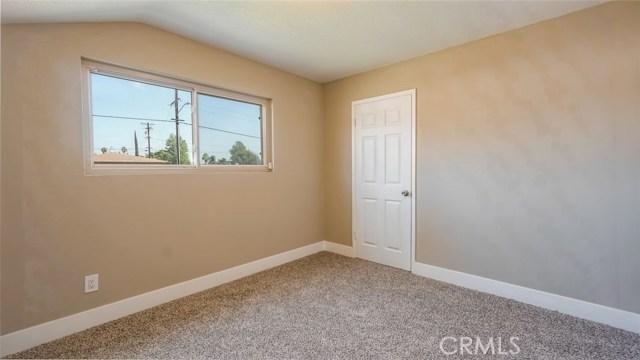 962 N Willow Avenue, Rialto CA: http://media.crmls.org/medias/f0dd326c-54ef-4b31-9f39-a41f5c73e7ed.jpg