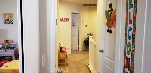 13223 La Crescenta Avenue, Oak Hills CA: http://media.crmls.org/medias/f0fe31e4-223d-401f-a52c-d11b39e49016.jpg