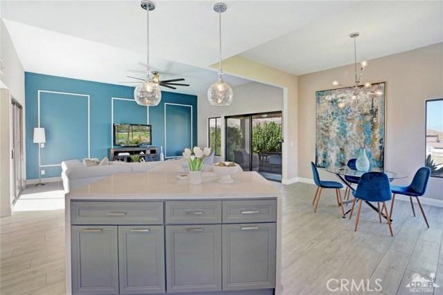 72308 BLUERIDGE Court, Palm Desert CA: http://media.crmls.org/medias/f107890d-68c4-4ebe-b046-4c4453df2df9.jpg