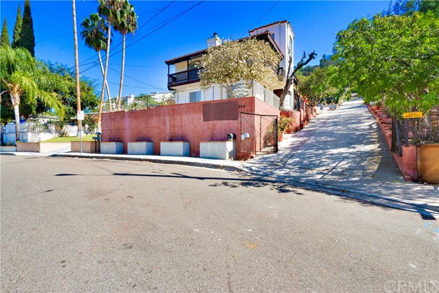 Single Family Home for Sale at 529 Hill Street S Orange, California 92869 United States