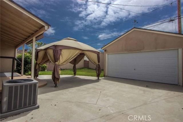 3753 Petaluma Avenue, Long Beach CA: http://media.crmls.org/medias/f11808aa-d2c2-4033-8b14-93f8ccd6b88a.jpg