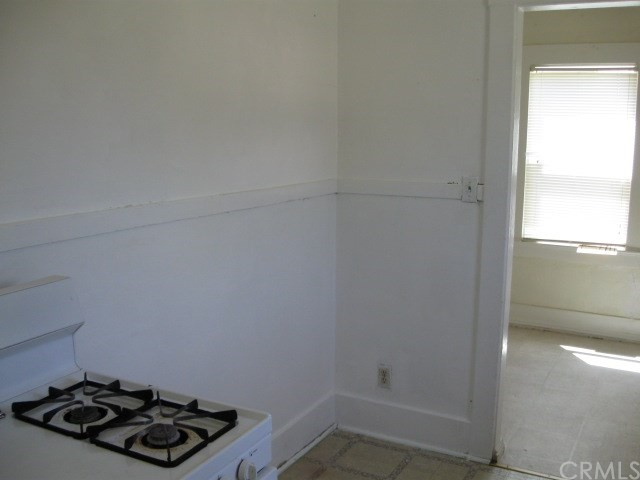 523 E Wood Street, Willows CA: http://media.crmls.org/medias/f122e95a-9951-4d0b-8d40-8b82f1bb8ab5.jpg