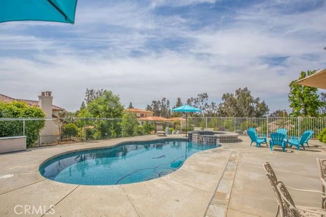 30617 Country Club Drive, Redlands CA: http://media.crmls.org/medias/f1266289-fcbd-488c-9e8b-880086520008.jpg