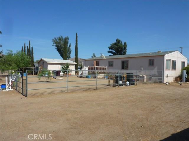 20795 Santa Rosa Mine Road, Perris CA: http://media.crmls.org/medias/f14c0638-baf1-4605-9136-9a63abe895da.jpg