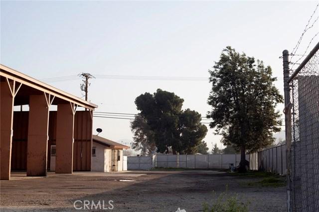 10479 Alder Avenue, Bloomington CA: http://media.crmls.org/medias/f15dffd6-5069-4ae2-b918-51b3197dc659.jpg
