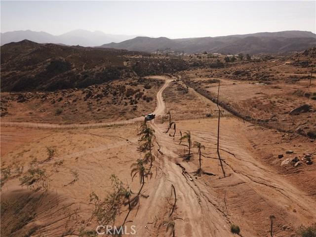 25050 El Toro Road, Perris CA: http://media.crmls.org/medias/f16019b4-6808-4e08-9d71-56191ba2e5f7.jpg