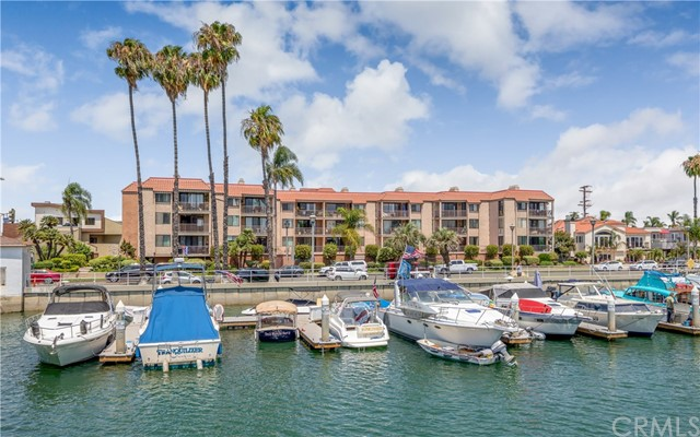 201 Bay Shore Avenue, Long Beach CA: http://media.crmls.org/medias/f16666a7-ac62-4202-a4fe-39d1f16e1a2d.jpg