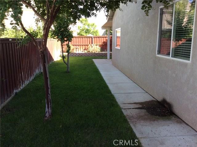 1487 Corona Street, San Jacinto CA: http://media.crmls.org/medias/f166b04c-4978-4482-8b5e-dbbd4f5ffd75.jpg