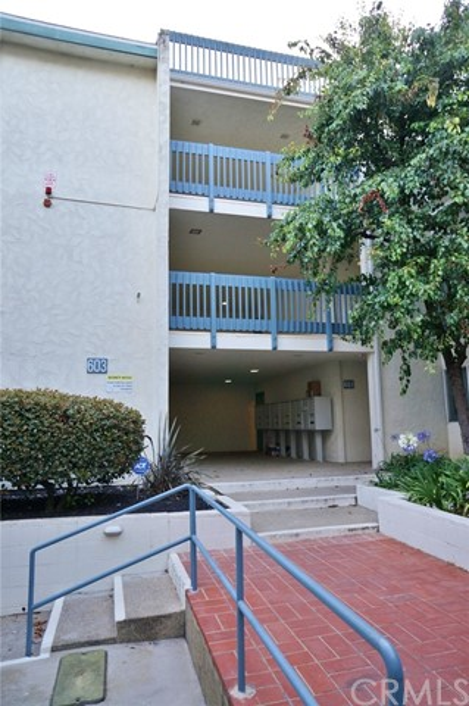 603 S Prospect Avenue, Redondo Beach CA: http://media.crmls.org/medias/f16c4138-6800-43fa-b31e-05056d3a67b6.jpg