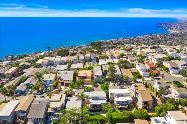 954 Miramar Street, Laguna Beach CA: http://media.crmls.org/medias/f1962ec4-00c8-4255-a228-cf55fadbf97d.jpg