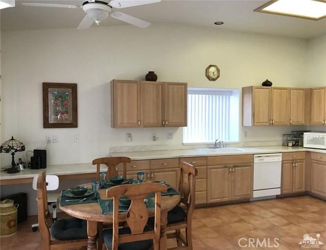 40620 Glenwood Lane, Palm Desert CA: http://media.crmls.org/medias/f1bb1bfd-d82f-474a-b8ba-c0d4e0718337.jpg