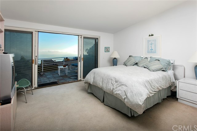 2210 Hillview Drive, Laguna Beach CA: http://media.crmls.org/medias/f1bd72f2-e511-4205-a4b9-d8a41757765e.jpg