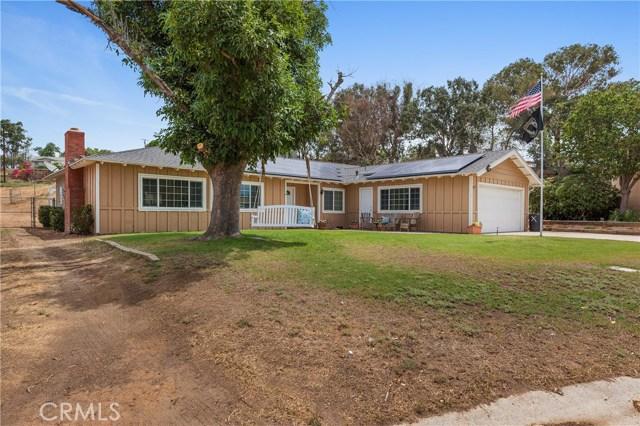 1477 Hilltop Lane, Norco CA: http://media.crmls.org/medias/f1cbce0c-d673-4ae1-9704-3ef1eeb19026.jpg