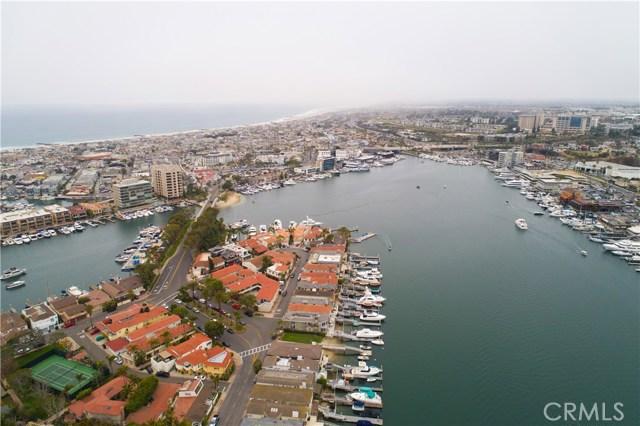 208 Via Lido Nord, Newport Beach CA: http://media.crmls.org/medias/f1d3a4c7-8bbd-40c1-bfcd-578d49f7f4f0.jpg