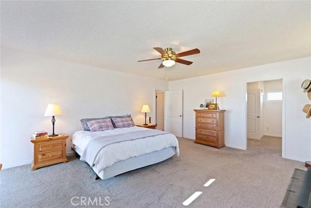16498 Villa Drive, Victorville CA: http://media.crmls.org/medias/f1d9a5f3-601f-4e29-918e-ad0e50a07854.jpg