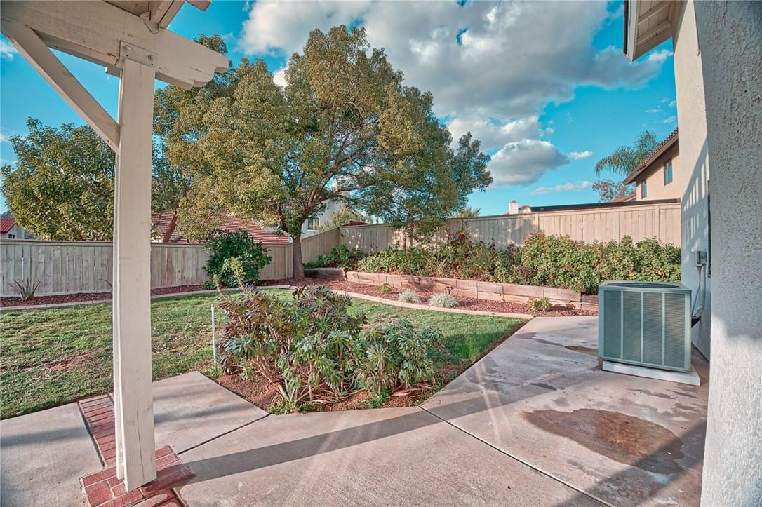 10271 Canyon Vista Road, Moreno Valley CA: http://media.crmls.org/medias/f1f10a9f-3a26-499f-9e81-d45b1bb0a2f3.jpg