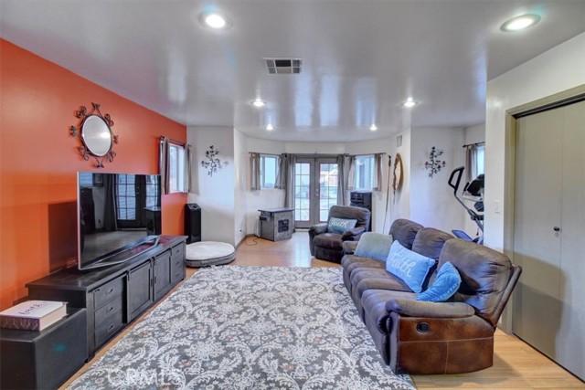 607 Royce Street, Altadena CA: http://media.crmls.org/medias/f1f4cb65-4a19-4dc0-9c7e-b418d1256797.jpg